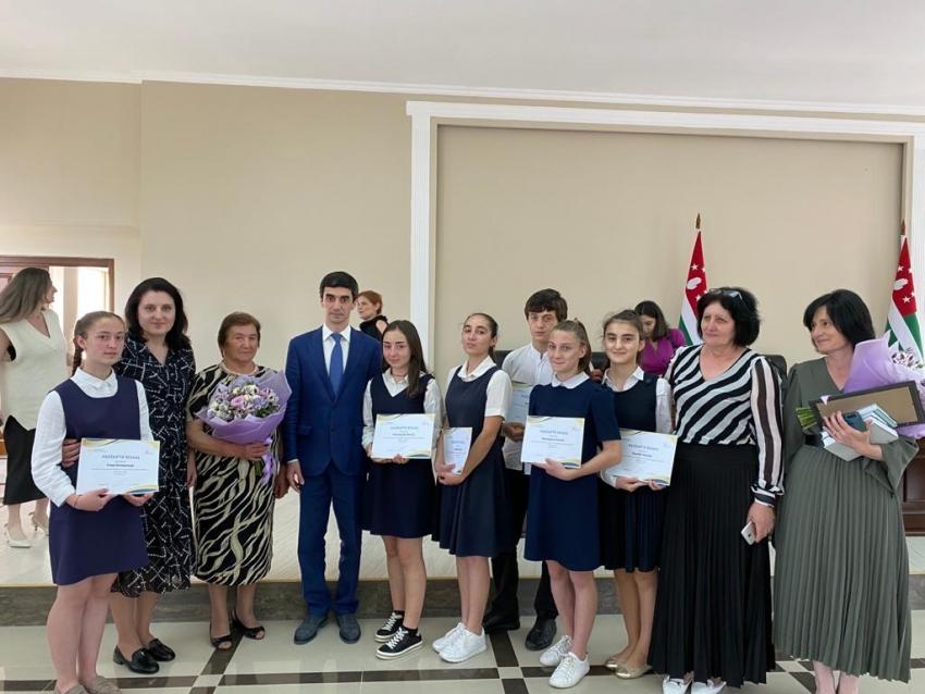Состоялась торжественная церемония награждения участников онлайн-диктанта по родному языку