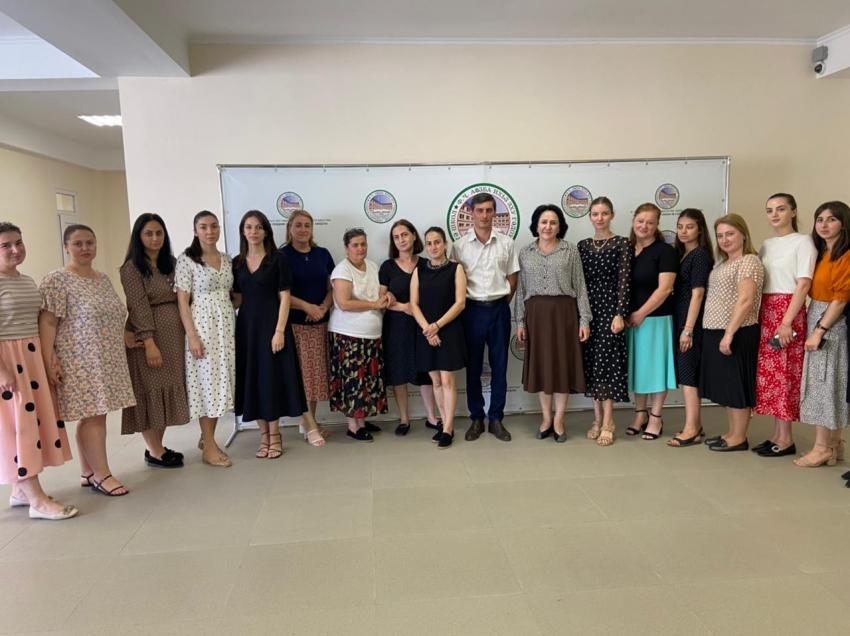 Заведующий отделом образования Харазия А.В. посетил Гудаутскую СШ № 3.
